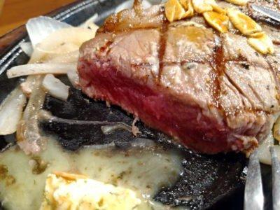 厚みのあるステーキ。